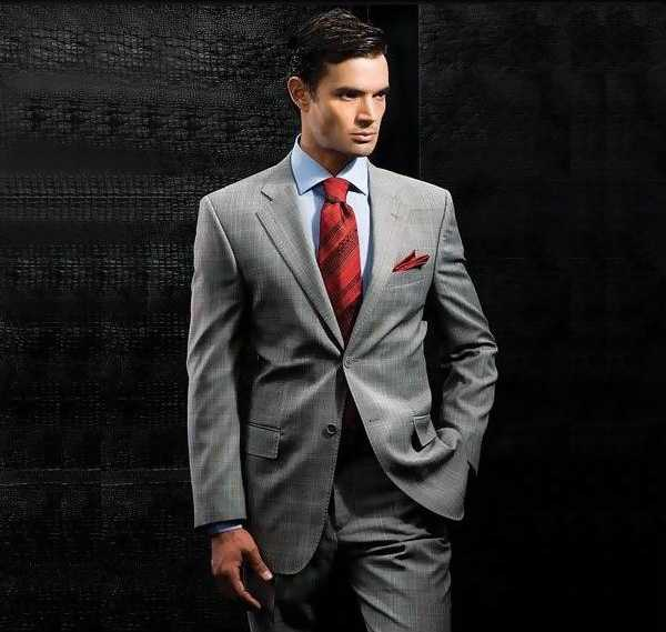 синий костюм и галстук