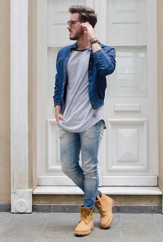 6f75c806182 Еще одна разновидность джинсов узкого кроя – скинни. Эта модель максимально  повторяет очертания ноги
